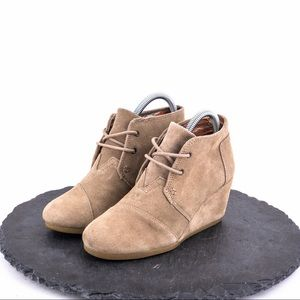 Toms Women's suede Wedges Size 6.5